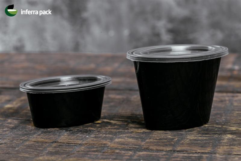 чёрные соусники и одноразовые контейнеры для соусов